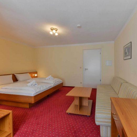 Hotel Restaurant Hessischer Hof Kirchhain - Doppelzimmer Doppelbett